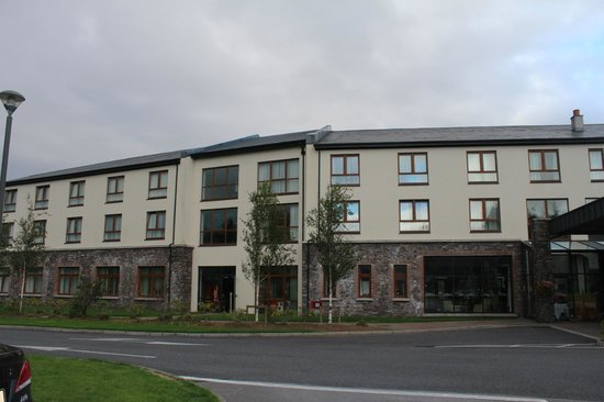 Sneem Hotel : Front of hotel