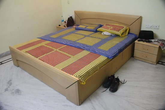 Krishna Hostel : Bedroom where we stayed