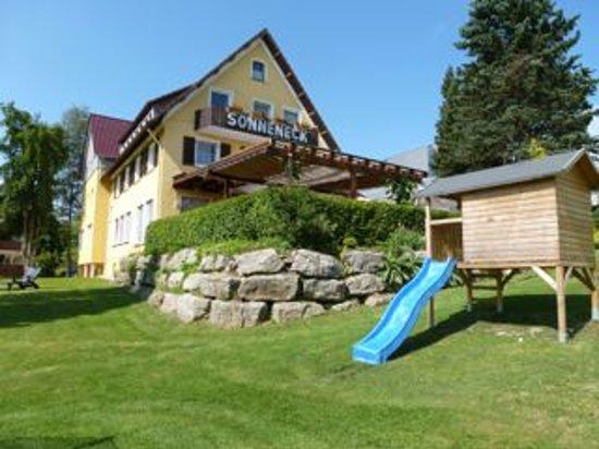 Hotel Restaurant Sonneneck: Herzlich Willkommen im Sonneneck in Dornstetten. In ruhiger Lage, umringt von sehenswerter Schwa