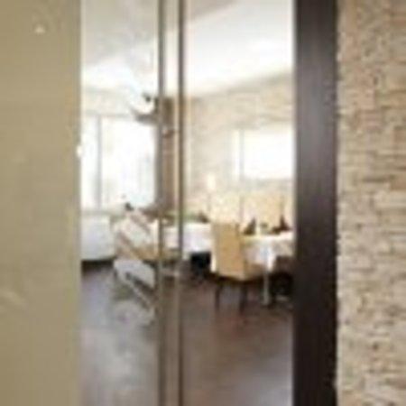 Hotel Restaurant Sonneneck : Stilvoll eingerichtete Restaurants bieten bis zu 65 Personen, beziehungsweise bis 40 Personen Pl