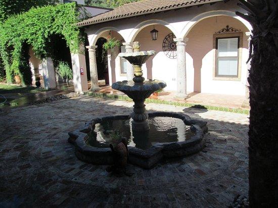 Escondida Resort : The courtyard