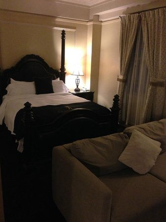 Hotel Clarendon : queen bed