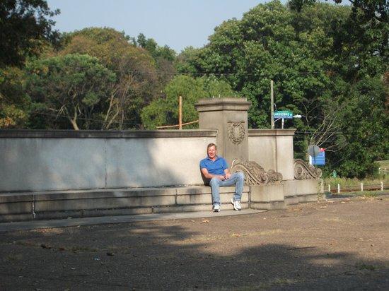 Fairmount Park: Enjoying the whispering bench