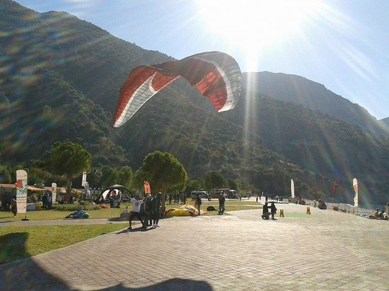 Turquoise Hotel : Paragliders at Belcekiz beach