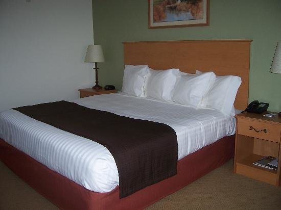 AmericInn Lodge & Suites Belle Fourche: Very Comfortable, spacious rooms