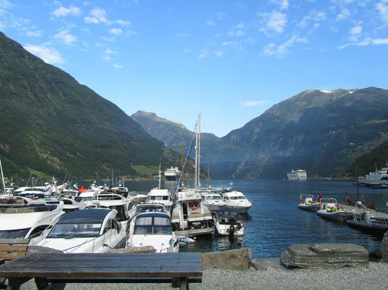 Hotel Geiranger: Fiord starting in front of hotel