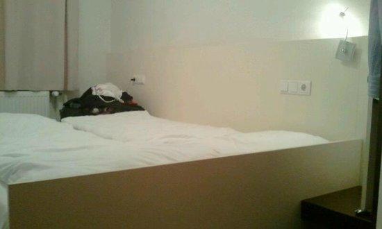 Ibis Styles Dortmund West: Doppelbett in Zimmer 115