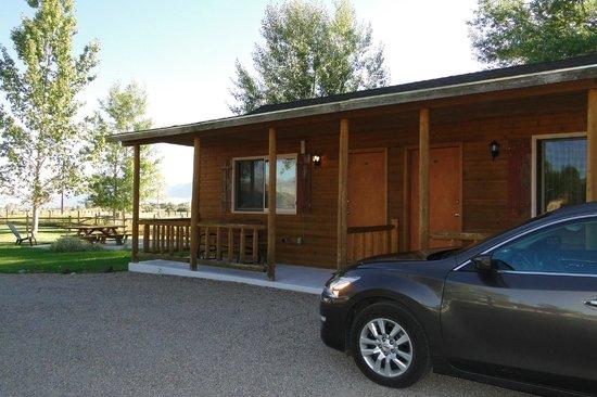 Riverside Motel & Cabins RV Park: cabin