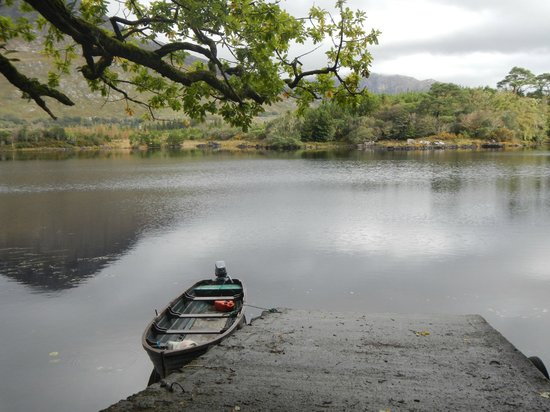 Ballynahinch Castle Hotel: Boat ramp lower lake