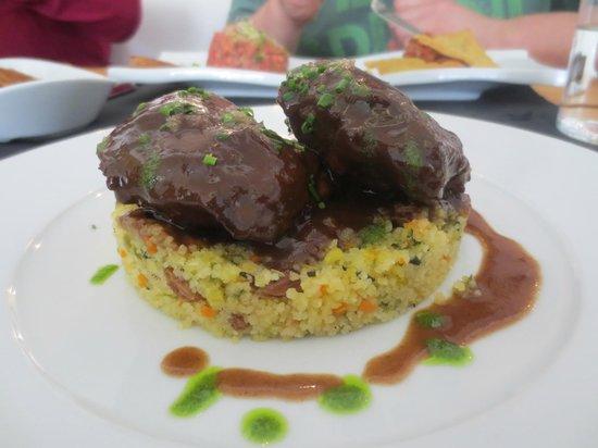 Óleo Restaurante: carrilleras con cous cous