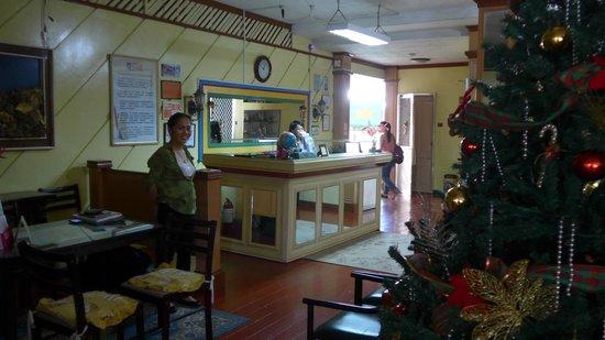 Nisa Travellers Hotel: Front desk.