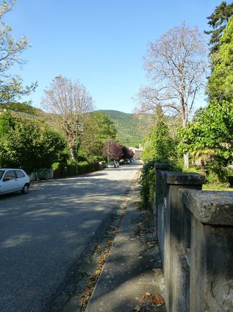 Les Marguerites : A short walk into the village