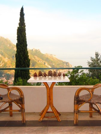 Graal Hotel Ravello: And another balcony view