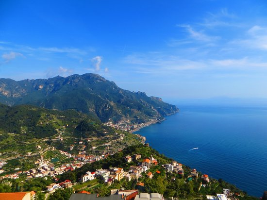 Graal Hotel Ravello: View from the balcony of the hotel restaurant