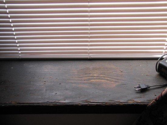 Yankee Pedlar Inn: Window sill
