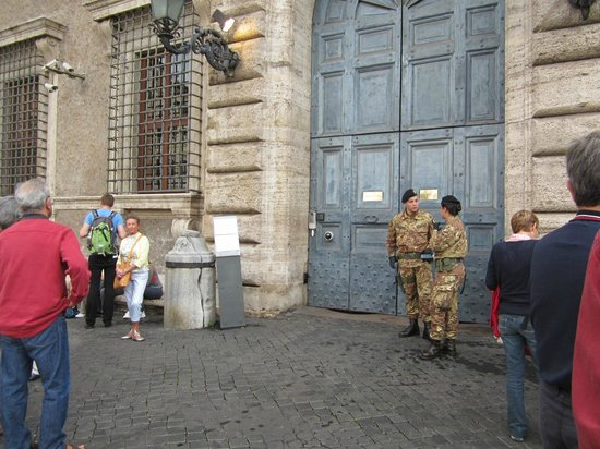 Palazzo Farnese: Waiting outside for the guide