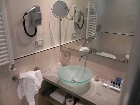 Venetia Palace Hotel: Baño