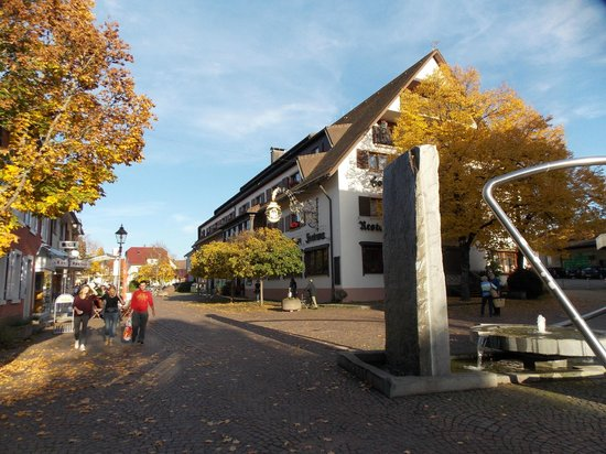 Hotel Fortuna: vue de   l'hotel restaurant