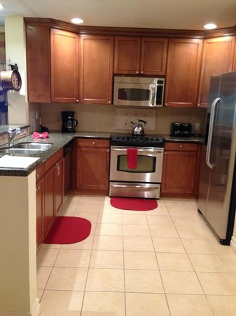 Reunion Resort of Orlando : Nicely appointed kitchen w/ss appliances