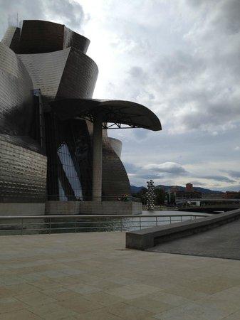 Guggenheim-Museum Bilbao: Guggenheim museum i Bilbao