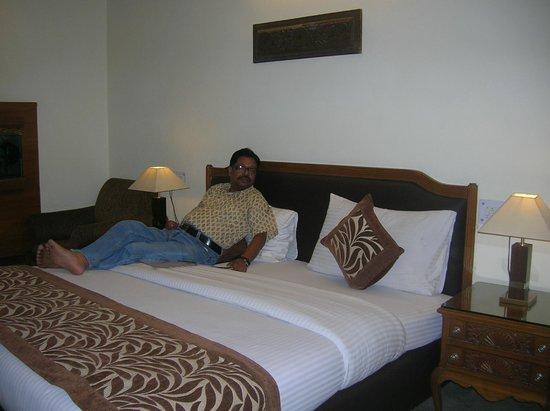 โรงแรมฮารี พิออร์โก: Me on the comfortable bed