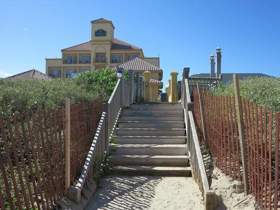 La Quinta Inn & Suites South Padre Island: Stairs to beach
