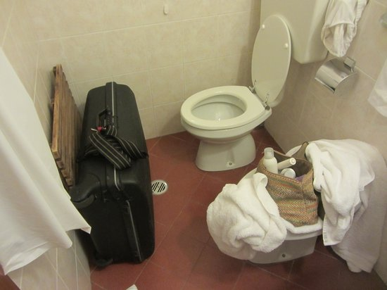 Universo: Toilet and luggage-room