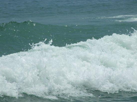 Bamboo Village Beach Resort & Spa: Море не много бушует....