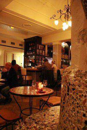 Blick über Eck zur Bar - Picture of Cafe Madrid, Leipzig - TripAdvisor
