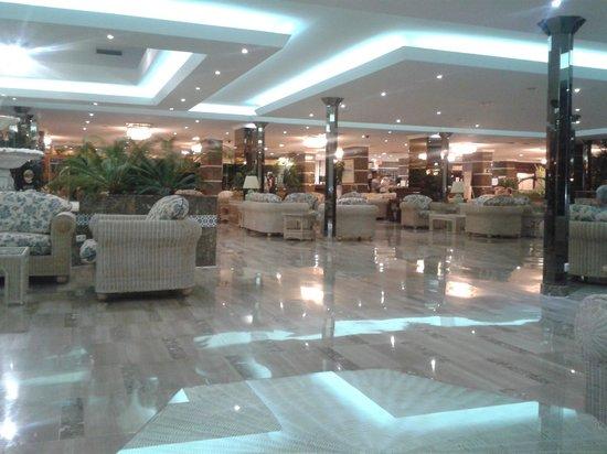 Spring Hotel Bitacora: comfortable reception lounge