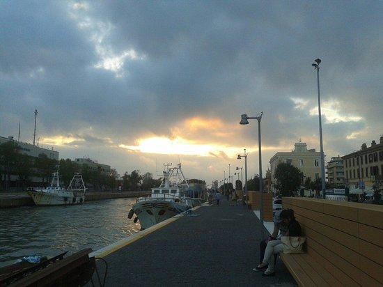 Fiumicino, Italia: Via torre clementina (molo)
