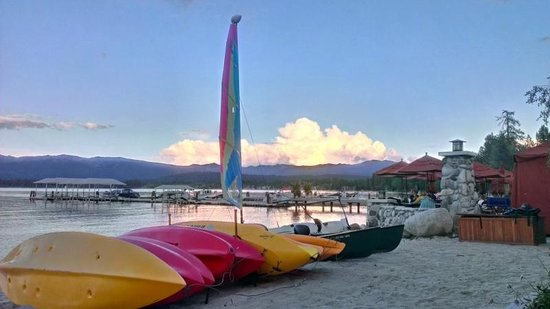 Shore Lodge: Water toys and views abound