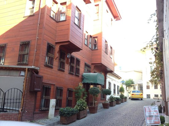 Garden House Istanbul: A ruela estreita em bairro antigo esconde um hotel muito bom
