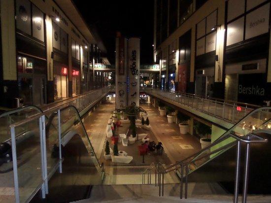 Novotel Barcelona City: commercial center across the hotel