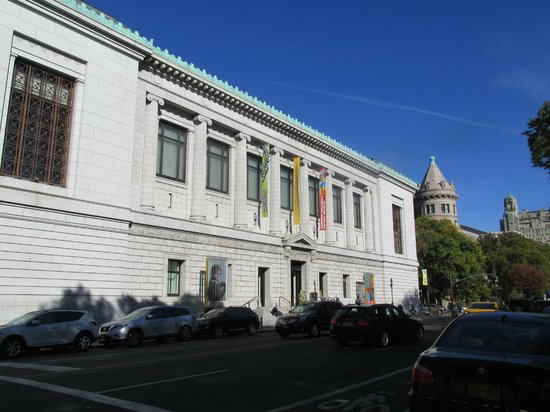 New-York Historical Society Museum & Library: New York Historical Society, looking North on Central Park West