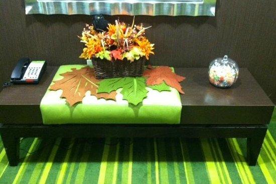 Fairfield Inn & Suites Elkin Jonesville: Fall Decorations in hallway on the 3rd floor!