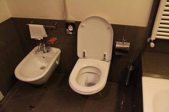 NH Bergamo : Ванная комната