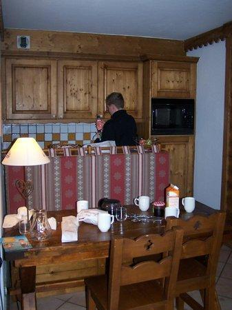 Pierre & Vacances Premium Residenz La Ginabelle: Séjour/cuisine