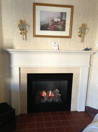 Nantasket Beach Resort: Fireplace