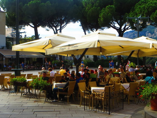 Caffe' Calce I Giardini: Great spot to sit and have a drink