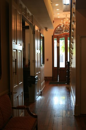 French Quarter Suites Hotel: looking out to front door & reception