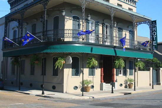 French Quarter Suites Hotel: Hotel from central road curb