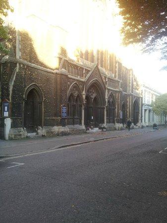 Lords Hotel: al rededor ,,,iglesias , sinagogas , etc..