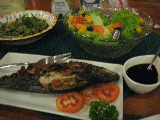 Hale Manna: Bangus, greeen beans, salad for dinner