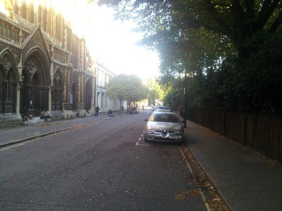 Lords Hotel : calle principal hasta el hotel..