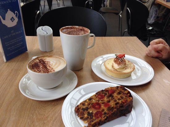 Cafe at the Palace: Nice coffee and superb cakes.