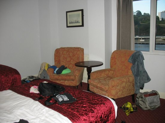 Dooley's Hotel Waterford: spacious room with river view