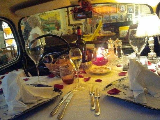 Hotel Rosati: Fiat 1100 interno...e che interno!!!