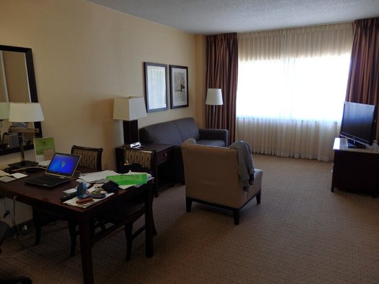 DoubleTree Suites by Hilton Hotel Raleigh-Durham: Tons of room. Desk chair was so comfortable. I want one