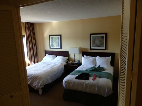 DoubleTree Suites by Hilton Hotel Raleigh-Durham: Comfortable beds